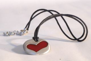 the me necklace red heart back